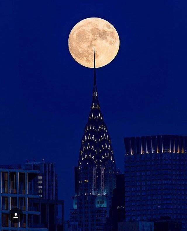 Photo by @al3x.nyc  #nyc #newyorkcity  #newyork  #fullmoon  #what_i_saw_in_nyc #supermoon2016 #supermoom
