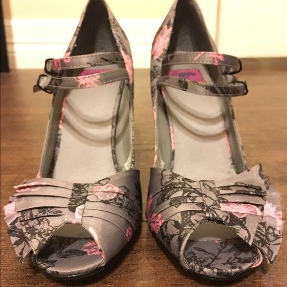 Rocket Dog Shoes - NWOT Rocket dog heels