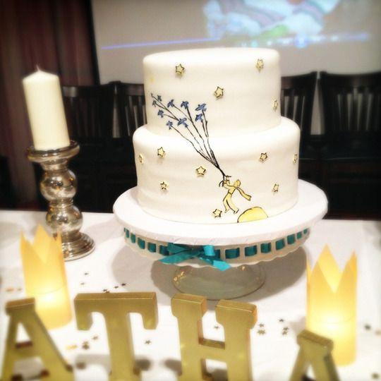 Lindo esse bolo no tema do Pequeno Príncipe!