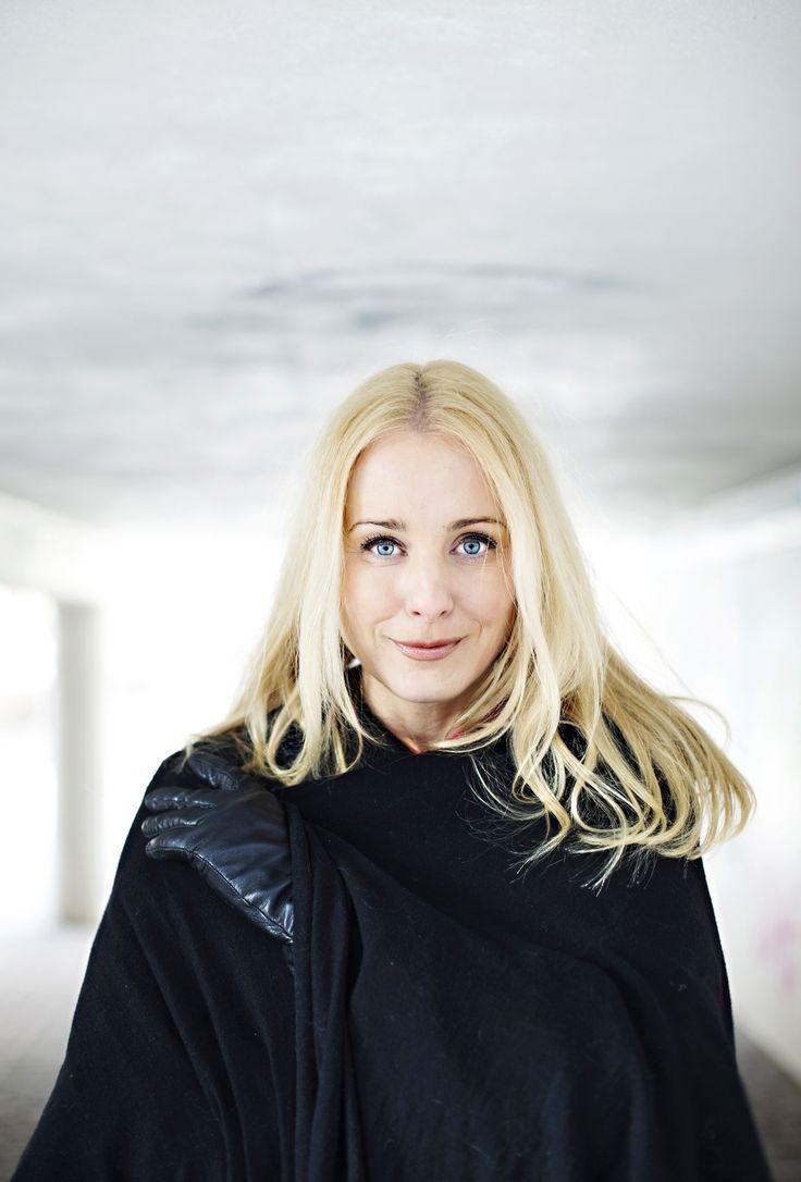 Noora Karma Story Minna Nevalainen Photo Kirsi Tuura Kotivinkki 9/2014 www.kotivinkki.fi