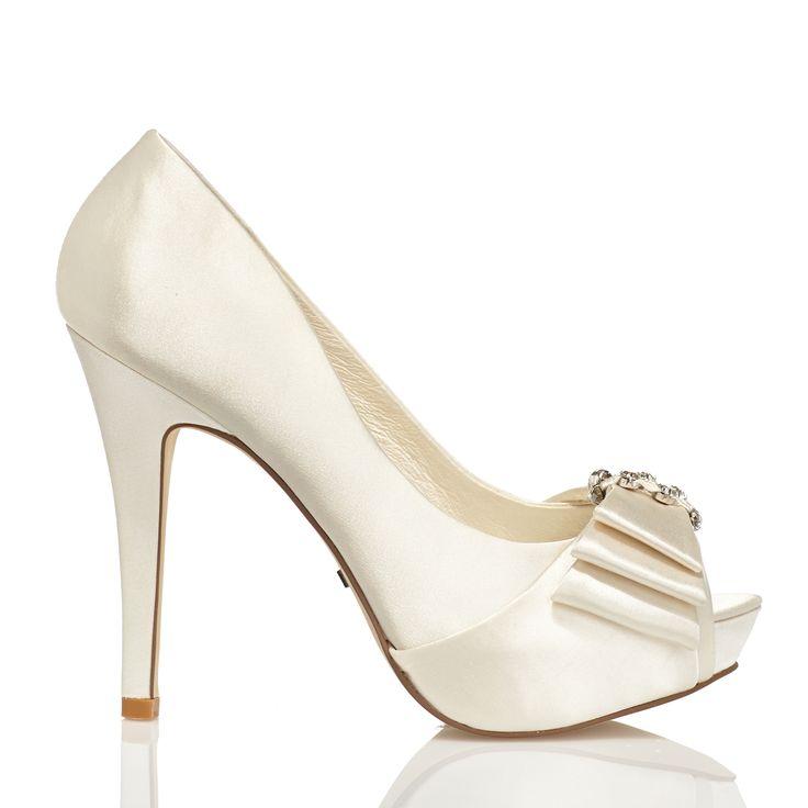 Zapato de novia en satín con pedrería de Menbur (ref. 5160) Satin bridal shoes by Menbur (ref. 5160)
