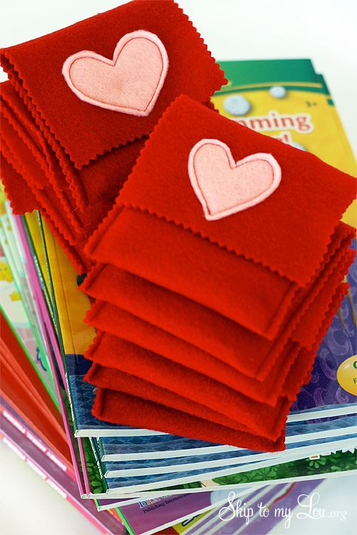 Crayon covers and coloring books... this would make a cute stocking stuffer at Christmas using Christmas-y colors!