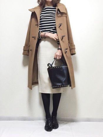 キャメルのロングコートは、大人の落ち着いた雰囲気ですね。 シンプルな着こなしで、通勤ファッションにもピッタリ♪