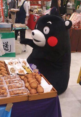 モンモンモン♪ みんなにできたてを食べてほしいモン☆ |くまモン【公式】の投稿画像