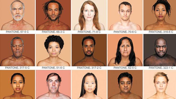 Rassismus: Humanæ heißt das Langzeitprojekt der brasilianischen Künstlerin Angélica Dass. Es dokumentiert die Vielfalt menschlicher Hautfarben und gleicht diese mit dem Pantone Matching System ab, einem weltweit bekannten Farbschema.