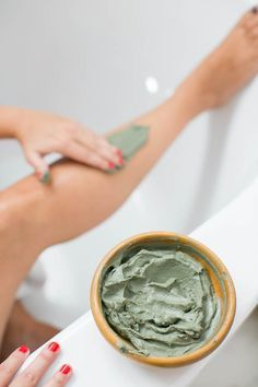 How to make a homemade body wrap gel that detoxes and slims the body as well as delivers a dose of valuable minerals and moisture.