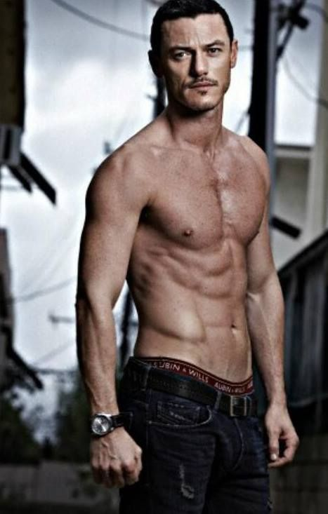 I usually try not to pin (pictures of) half-naked men (heh) - Trust me, if I get going, it'll be bad news... but seriously, I need to work out. Ab-tastic Luke Evans. What. The. Hell.