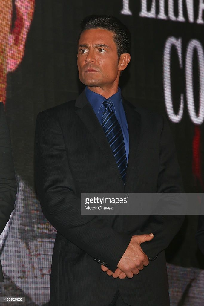 actor-fernando-colunga-attends-the-pasion-y-poder-press-conference-at-picture-id490929882 (683×1024)