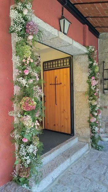 Decoración puerta de entrada a Iglesia