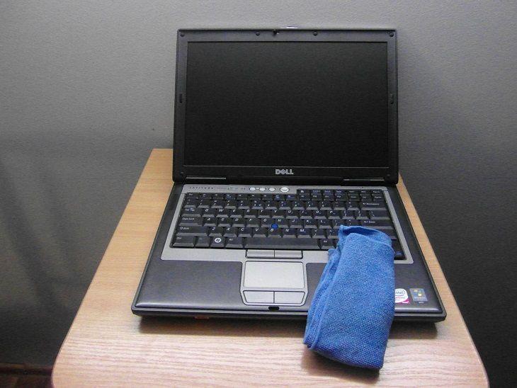 zalana laptop zalana klawiatura czyszczenie