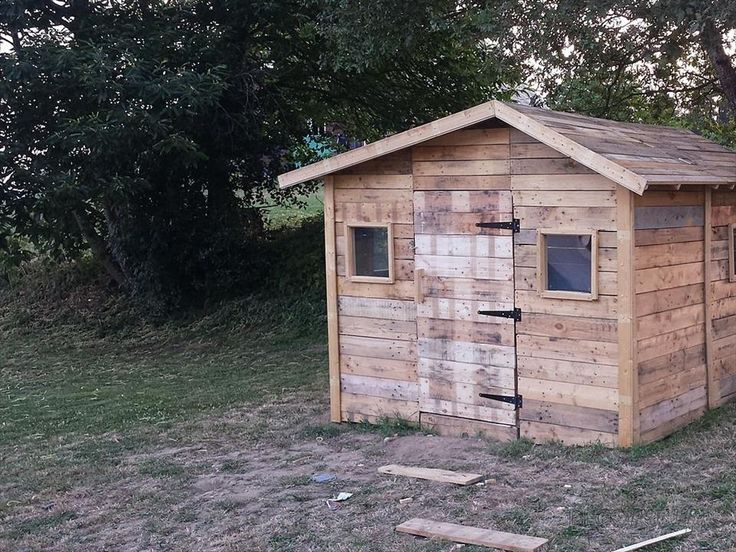 Wooden pallet outdoor playhouse garage workshop for Wooden playhouse with garage