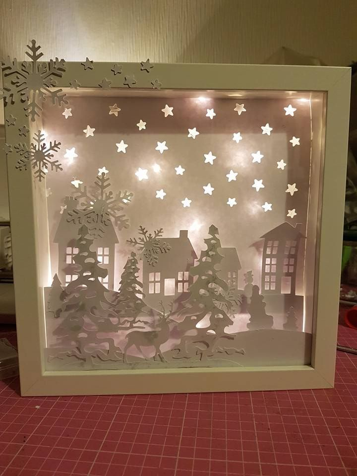 Advetsfenster Advetsfenster Fensterdekorationweihnachtenbasteln Origami Box Lights Advets In 2020 Christmas Shadow Boxes Christmas Crafts Decorations Window Decor