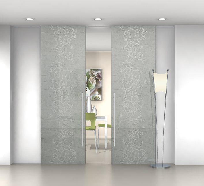 Porta scorrevole in vetro stratificato con decoro ad effetto sabbiato e tessuto di puro lino italiano stropicciato meccanicamente. produzione Cristal  design Marcello gennari
