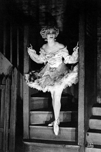 James Abbe: Anna Pavlova, backstage as the Fairy Doll, Lond