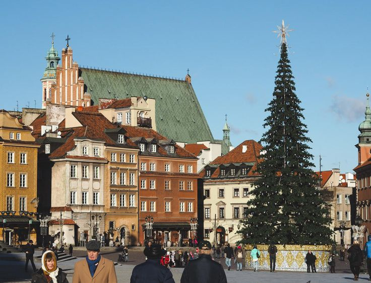 Five things to do in Warsaw. Whether you're into sightseeing, nightlife, food, romance, or family entertainment - there's something for everyone!