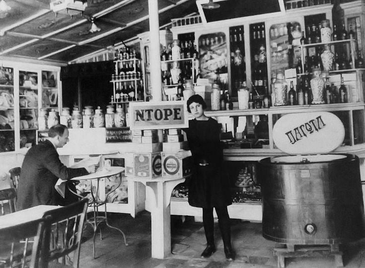 Η πρώτη γκαρσόνα της πόλης, στο Ντορέ το 1917