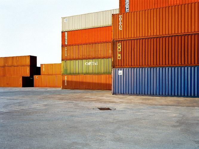Buamai - Urban Landscapes - Kone Cranes - Brendan Austin: Studio | Mi piacciono i volumi puri colorati in contrasto col pavimento grigio