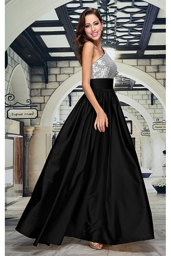 Společenské šaty Seraphine Luxusní šaty vhodné na plesy i jiné společenské události.  Dlouhé plesové šaty, ve kterých se stanete královnou tanečního parketu. Jednoduchý a přesto rafinovaný střih, vrchní část řešená na jedno širší ramínko, korzet podšitý a vyztužený, celý pošitý drobnými stříbrnými flitry. Sukně je zdobená širším pásem se sklady, všitým pod prsy a nabíranou sukní s rozšířením. Zapínání na zip v zadní části, šaty mají jemnou podšívku.
