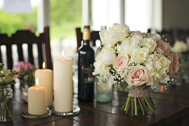 http://stineshjem.blogspot.no/2013/07/bryllupsdekorasjon-pioner-roser-mint-og.html