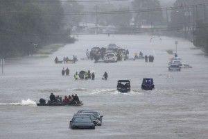 Amerika Diterjang Banjir Paling Hebat Dalam Sejarah : Presiden Amerika Serikat Donald Trump mengatakan Texas menghadapi jalan panjang dan sulit menuju pemulihan akibat banjir yang dipicu Badai Harvey yang belum pernah