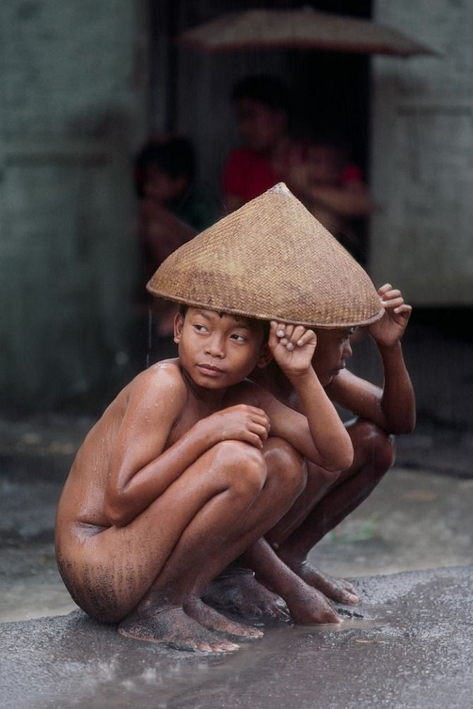 mmmerlin:    Right as Rain by Steve McCurry