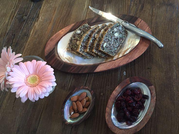 Lige ankommetEt sæt med de smukkeste 3 skåle/ tapasfade i sono Wood med indlæg af muslingeskal, pris 275 kr www.maisonmaison.dk