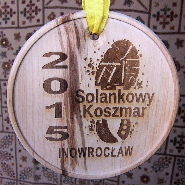 Medal pamiątkowy na #SolankowyKoszmar drewno olchowe, ręcznie toczone, grawerowane laserowo http://www.pracowniakonkretu.in  #PracowniaKonkretu #wood #medal