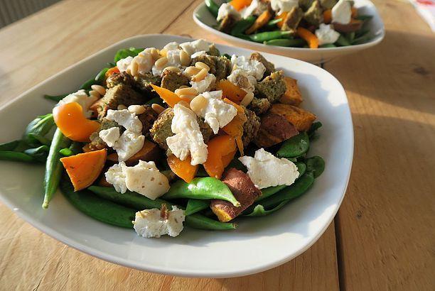 Recept: salade met zoete aardappel, falafel en geitenkaas