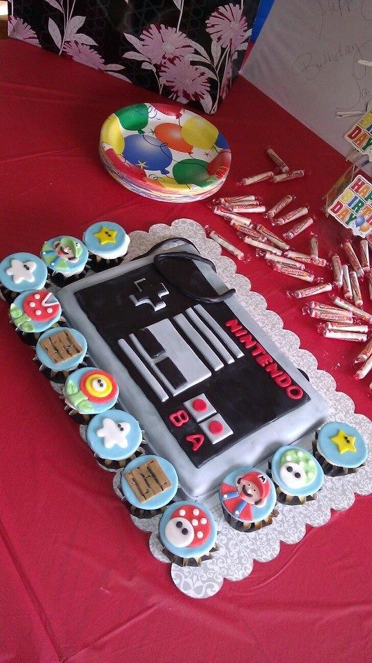 Nintendo cake an Mario cupcakes