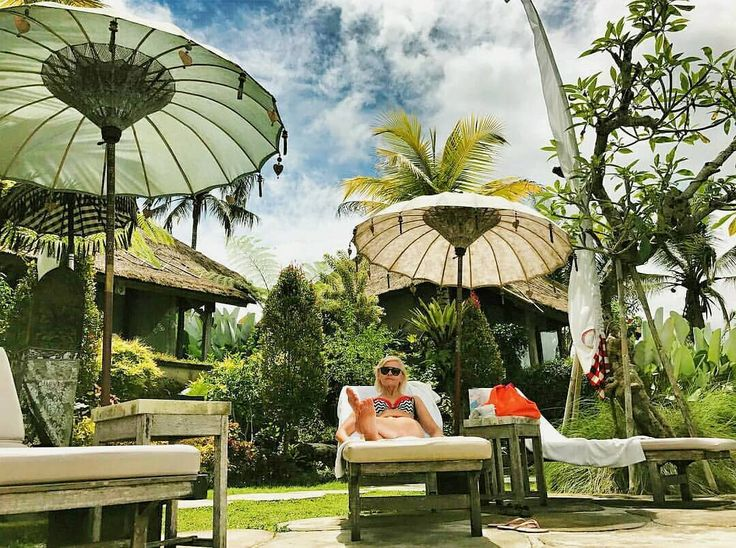 Forgot all the things for a while and start to treat your self like a Queen  .. Relaxing moment shared by @mariola.kaczmarska at our poolside .. #relaxing #moment #beautifulplaces #ubudresort #UbudHotel #jungle #Vacation #holidayinubud #tripadvisor #Bali #Бали #巴厘岛 #발리섬 #バリ島 #Ubud #ウブド #우붓 #乌布 #убуд #puriganggaresort #ahomeinalivingculture #BaliSafe #balistillsafefortourism #balisafeforholiday