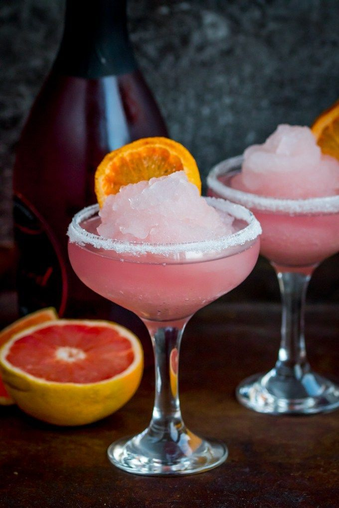 Frozen Pink Grapefruit Prosecco Cocktail - A pretty, cooling drink to kick off Spring! It's like a slush puppie for grown ups... #summercocktails