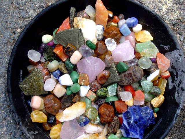 Top Spots For Gem Hunting In The US Read more at http://www.geologyin.com/2016/09/top-spots-for-gem-hunting-in-us.html#IeS0XXrP6JAZsjB0.99