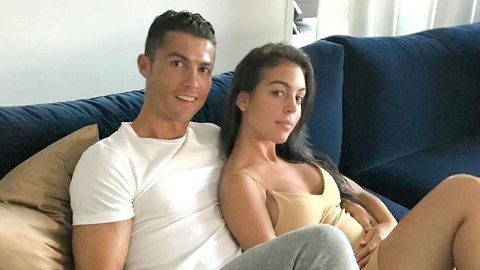 La imagen: ¡Barriguita! Novia de Cristiano Ronaldo presume embarazo
