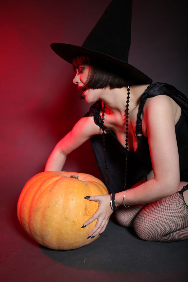 Pin-Up Witch - photo shoot with Fottoo.pl