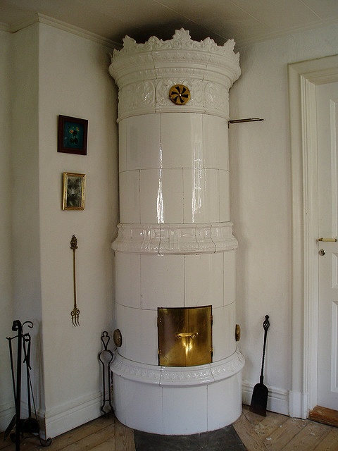 Kakelugn - Tiled Stove An 1880s neo-renaissance kakelugn (tiled stove - a form of antique storage heater!), Mullhyttan, Närke, Sweden, 2007 by Ann Borsey