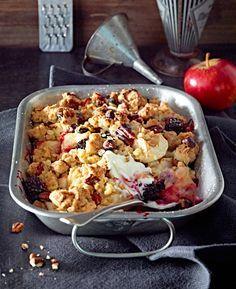 Brombeeren, Äpfel und on top eine üppige Schicht Knusperstreusel aus Müsli und Pekannüssen.