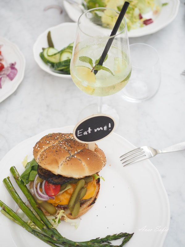Avec Sofié blog collaboration with J.P Chenet / Garden party with burgers and bubbles!