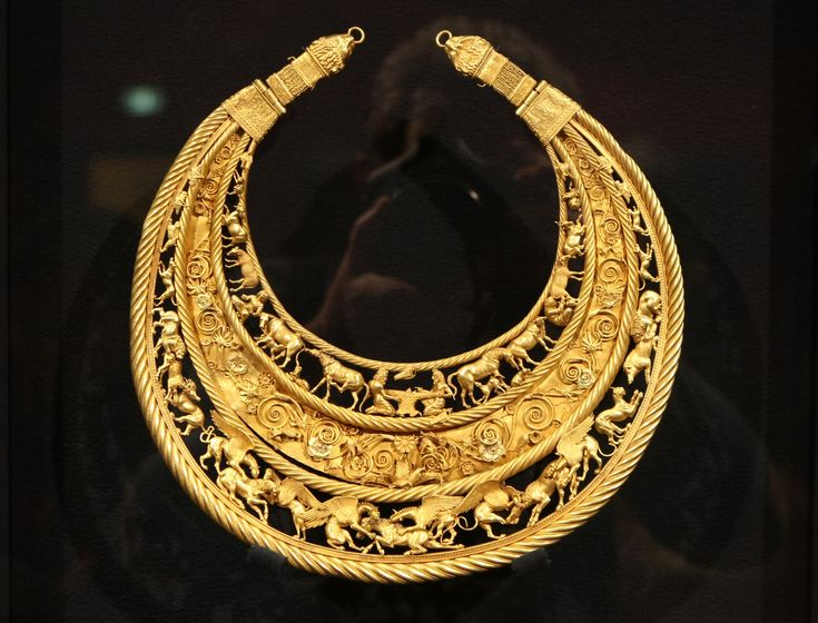 Gold Scythian pectoral or neckpiece from a royal kurgan in Tolstaya Mogila Pokrov Ukraine dated to the second half of the 4th century BC [3048  2322]