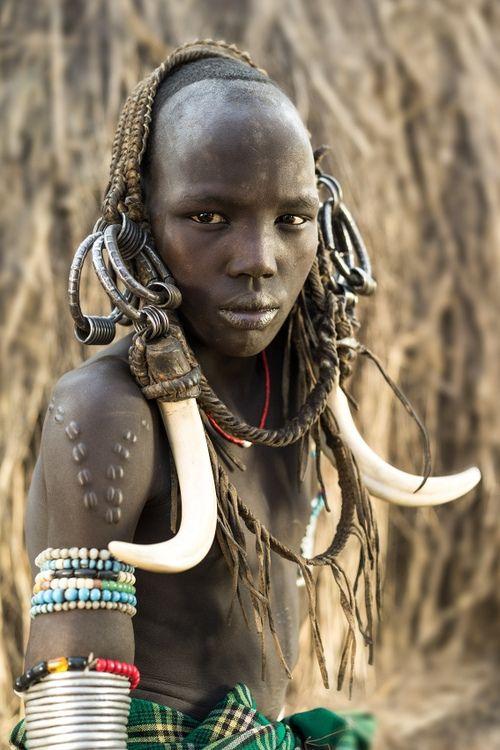 jovem mursi, Omo Valley, Ethiopia