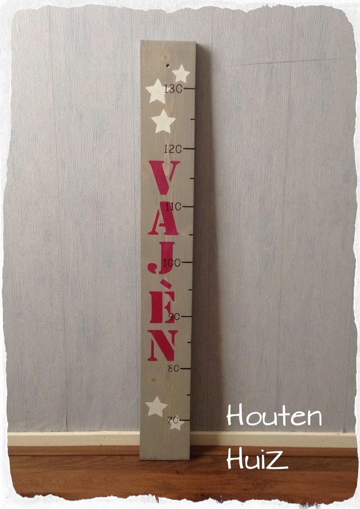 Leuke houten groeimeter lichte grey wash met naam