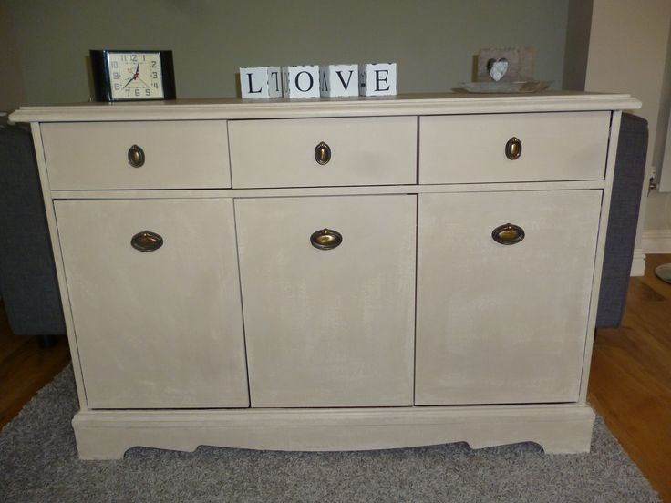 70's dresser given a new look with Annie Sloan chalk paint in country grey, waxed for an aged finish
