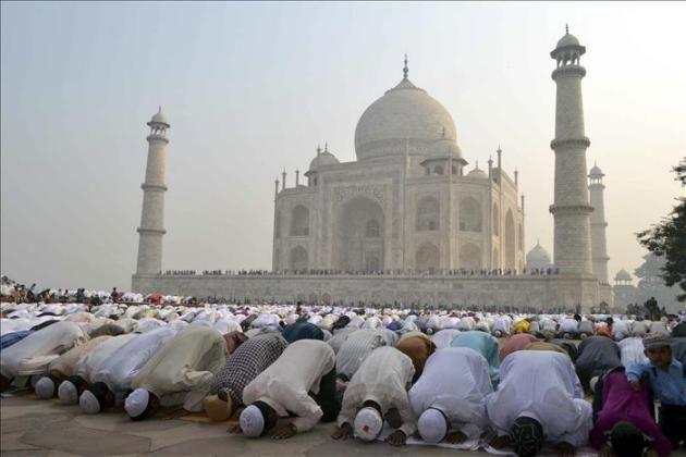 ♠ ♠  NOTICIAS INSOLITAS  ♠ ♠: El Taj Mahal tardará nueve años en recuperar el br...