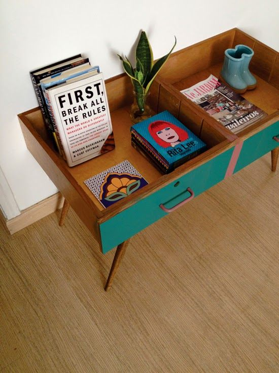 Para el cuarto de las niñas. con cajas de ladies and gentleman. Repurpose 2 drawers to make a vintage side tablehttp://www.recyclart.org/2014/11/repurpose-2-drawers-make-vintage-side-table/