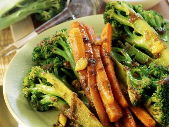 Gebratener Brokkoli mit Parmesan-Sahne-Creme ist ein Rezept mit frischen Zutaten aus der Kategorie Blütengemüse. Probieren Sie dieses und weitere Rezepte von EAT SMARTER!