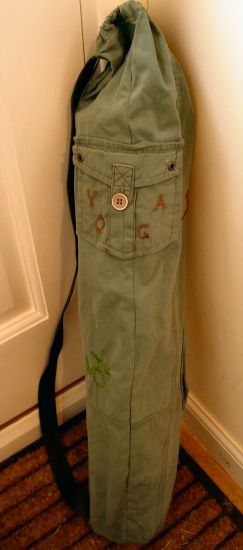 Old pair of pants? Make it into a yoga mat bag