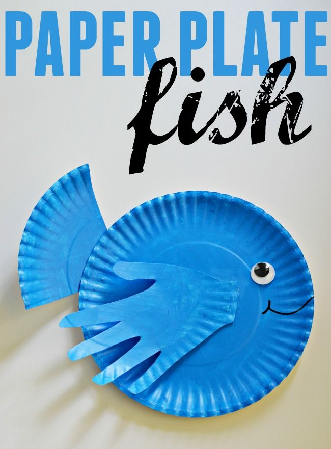 Craft this cute little paper plate fish with your kids this week/weekend. Great for a ocean theme craft activity. #paperplatecrafts #fish #handprintcrafts #crafts