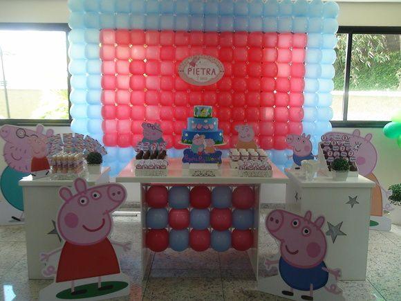 Linda decoração Peppa Pig com painel de balões personalizamos com Peppa para menina e George para menino. Consulte-nos!