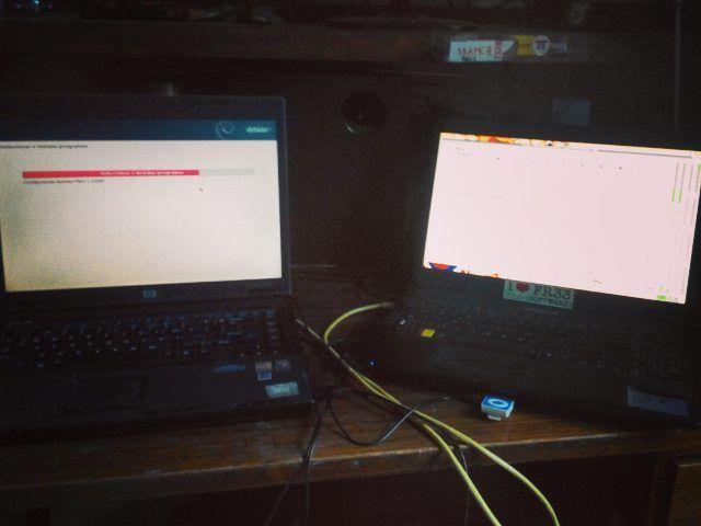 Instalando #Debian 8 a mi mamá y transmitiendo el minuto a minuto en vivo por www.radiognu.org #radiognu #gnu #linux by exactitudenarbolada