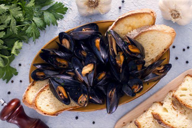 L'impepata di cozze, tipico piatto della cucina Partenopea, è un ottimo piatto di pesce che si può realizzare molto facilmente.