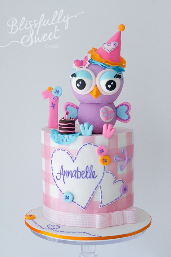 This is a Hootabelle the Owl themed cake. Hootabelle and Hoot the owls are characters in a TV show